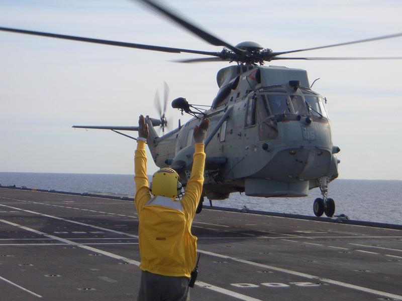 Un elicottero SH -3D della Marina in appontaggio