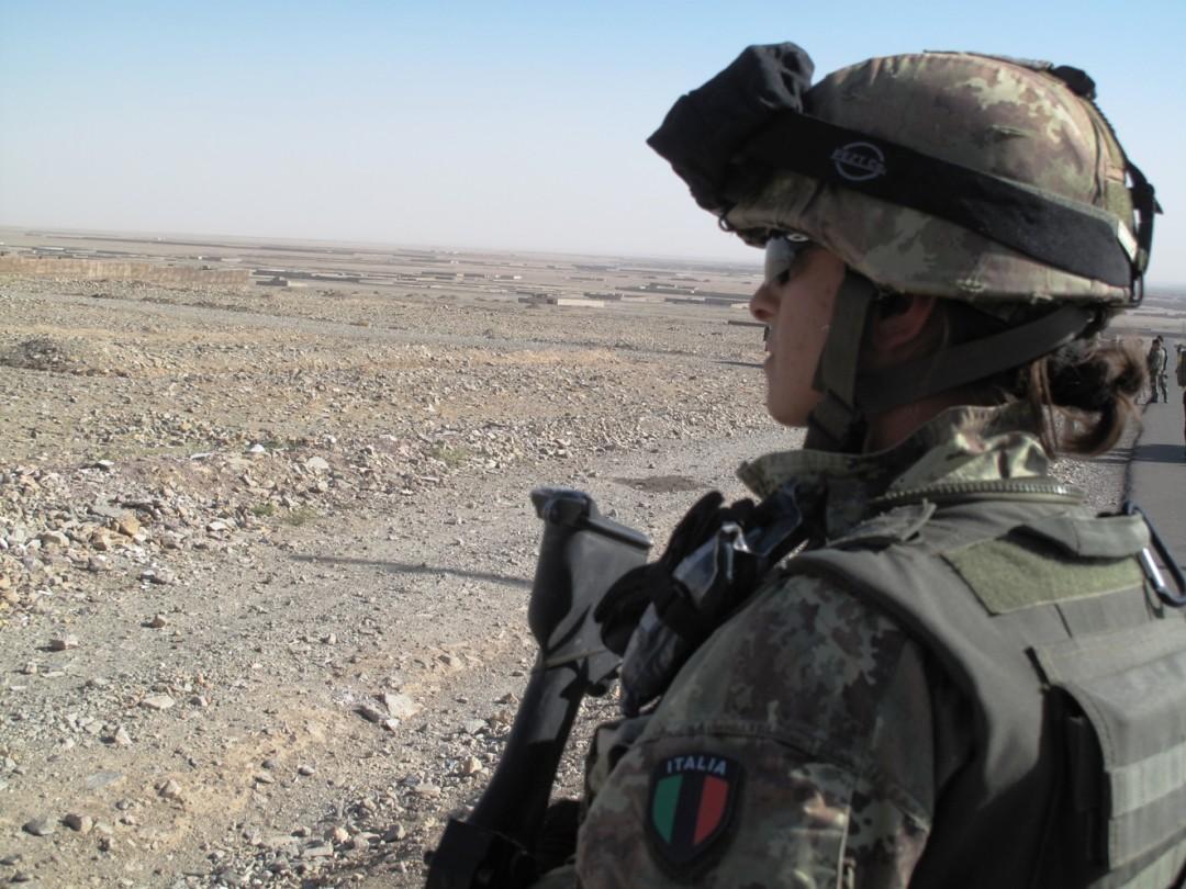 Una soldatessa in prima linea