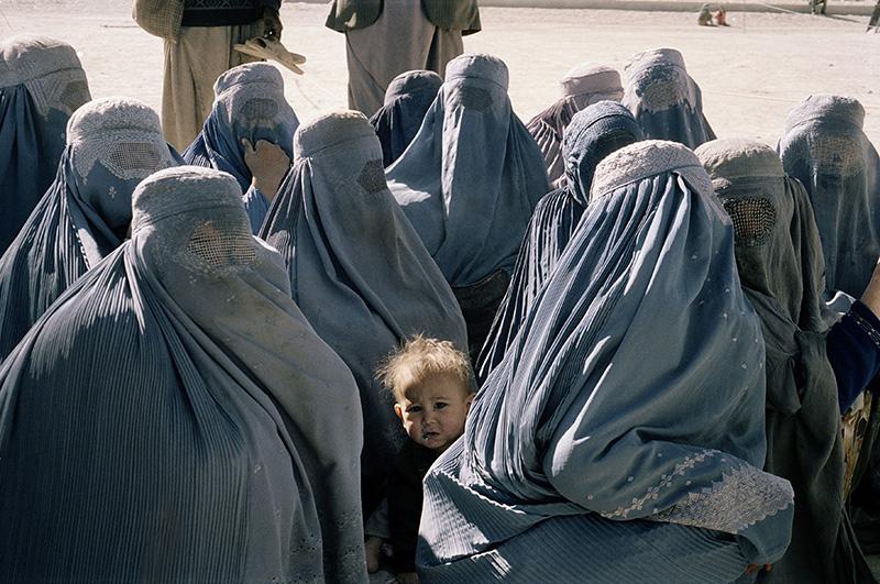 Tra i burqa