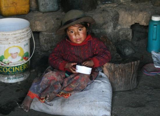 Povertà, fame e malattie. I piccoli delle remote zone dell'Apurimac, sud del Perù, necessitano di tutto.