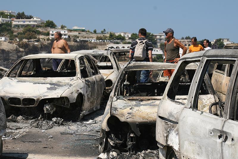 Apocalisse: le auto abbandonate dai turisti in fuga