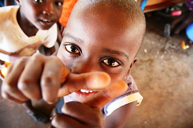 Assieme alla somministrazione di farmaci, il progetto DREAM della comunità di Sant'Egidio prevede un sostengo all'alimentazione, in particolare dei bambini più poveri, per rafforzare le capacità immunitarie di lotta alla malattia.
